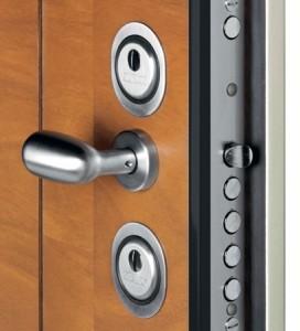 Silvelox front door locking
