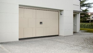 Silvelox Slot Garage Door